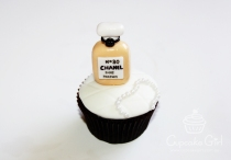 cupcakegirl.com.au - Nomz Chanel Cupcakes (3)